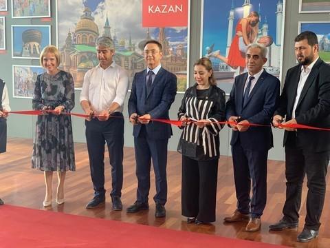 Чиновники из Нижнекамска открыли фотовыставку в аэропорту турецкого Даламана