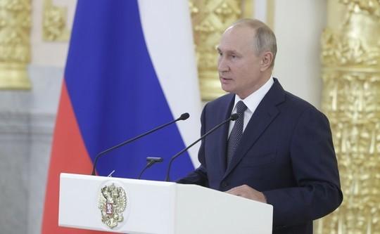 Пенсии проиндексируют на 6,3%, повышение налогов оправданно. Главное из выступления Путина перед сенаторами