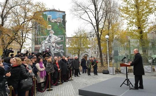 Путин открыл в Москве памятник Тургеневу