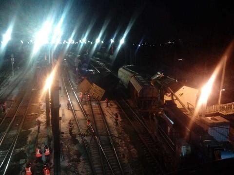 Появилось фото с места схода вагонов в Юдино