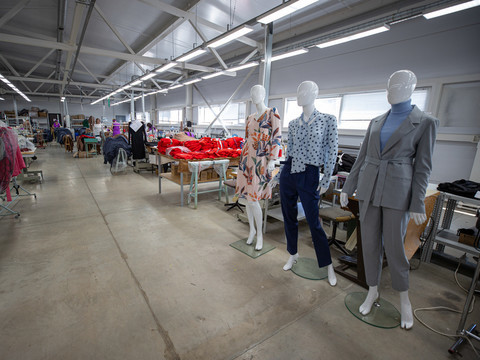 Метшин посетил одну из швейных фабрик Казани и обсудил меры по поддержке бизнеса