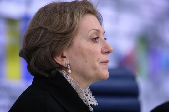 Глава Роспотребнадзора посоветовала россиянам провести новогодние праздники дома