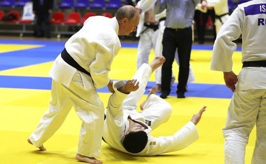 Путин получил травму на тренировке с дзюдоистами