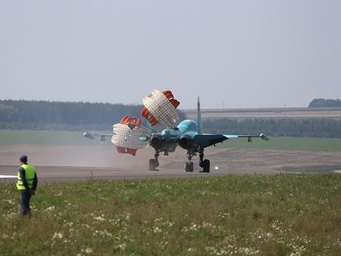 Появились фото учений в Татарстане, на которых 14 боевых самолетов приземлились на трассу
