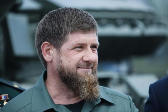 Кадыров на фоне слухов о болезни поздравил мусульман с Ураза-байрамом