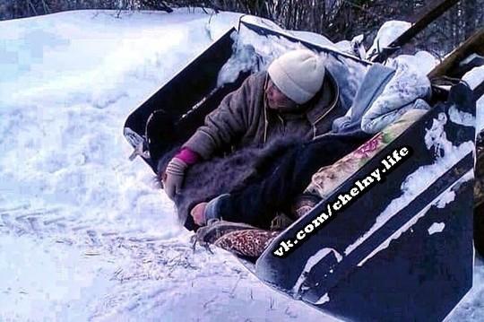 В Татарстане женщину с гипертоническим кризом «госпитализировали» в ковше трактора