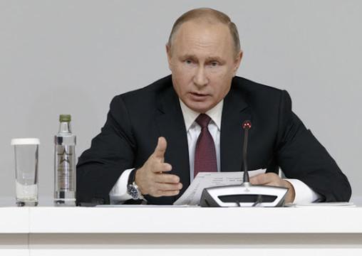 Путин объявил о регистрации вакцины от COVID. Его дочь уже сделала прививку