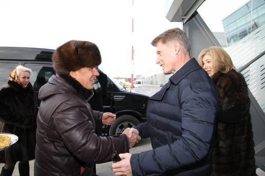 Минниханов встретил ваэропорту Казани губернатора Сахалинской области Олега Кожемяко