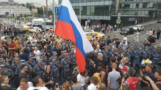 «Людей уводят пачками»: на акции в поддержку Голунова в Москве уже задержаны более 200 человек