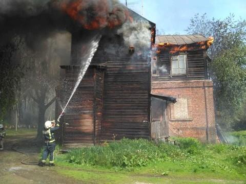 Два дома вспыхнули в историческом квартале «Полукамушки» в Зеленодольске