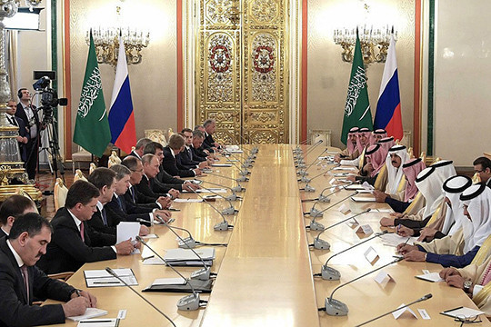 Картинки по запросу путин и король саудовской аравии за столом в кремле - фото