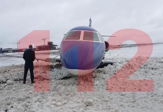 Неисправный бизнес-джет приземлился в Москве и выкатился за пределы ВПП