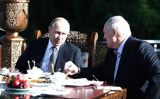 Путин в неформальной обстановке встретился с Лукашенко в Минске