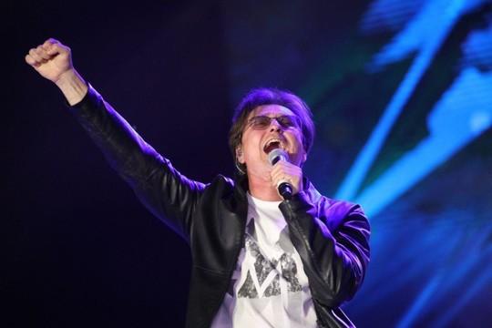 У казанской «Чаши» начался праздничный концерт. Безруков привез свою рок-группу