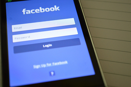 Капитализация социальная сеть Facebook рухнула задень на120 млрд. долларов