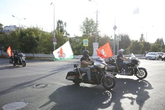 Байкеры устроили масштабный мотопробег по центру Казани. Колонну возглавил Минниханов