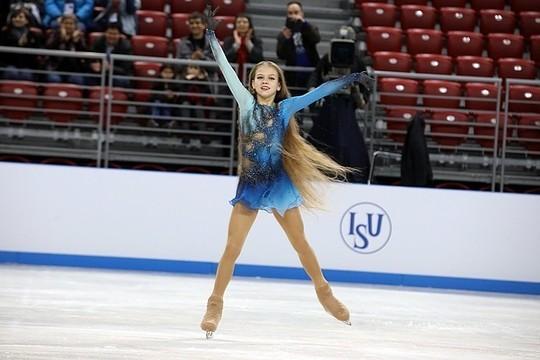 Трусова стала первой фигуристкой вистории, сделавшей три чистых четверных прыжка