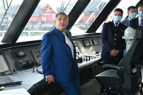Минниханов прокатился по Казанке на новом теплоходе «Чайка»