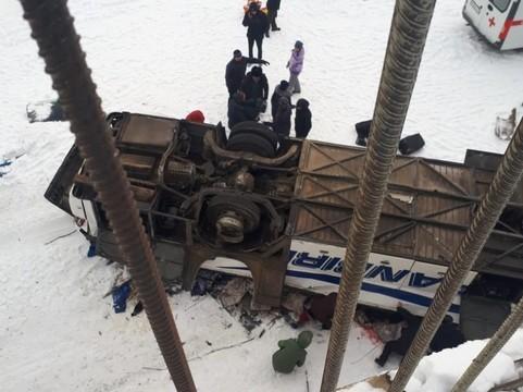 Появились подробности аварии с автобусом, упавшим с моста на лед реки в Забайкалье: погибли 19 человек