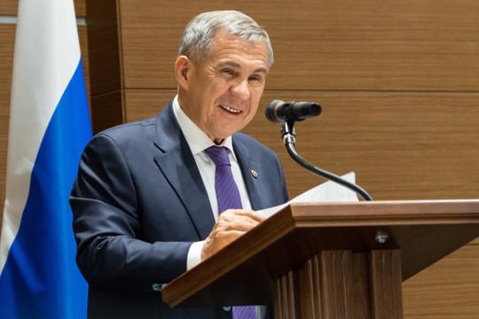 Минниханов поздравил жительниц Татарстана с 8 марта
