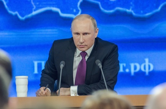 Путин высказался о критике власти журналистами
