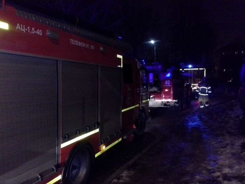 Два человека погибли, трое пострадали при пожаре в пятиэтажке в Казани