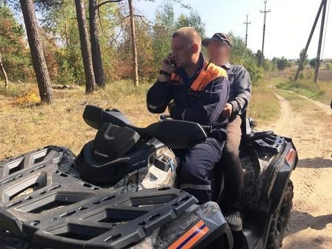 В Татарстане нашли пенсионера, который полз по полю к обрыву у Казанки