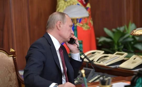 Песков о работе Путина на «удаленке»: «Может позвонить и в час, и в два ночи»