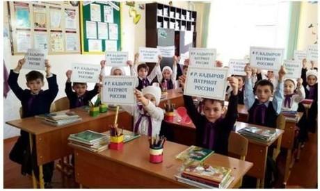 «Вединстве— наша сила»: вГрозном проходит митинг вподдержку Кадырова