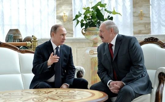 Путин поздравил Лукашенко с днем рождения и пригласил в Москву