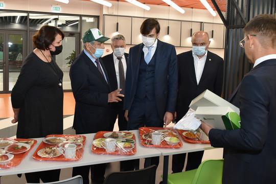 Сергей Кравцов и Минтимер Шаймиев посетили первый полилингвальный образовательный комплекс в Казани