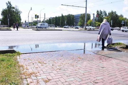 После ремонта проспекта Мира в Челнах пешеходные переходы ушли под воду