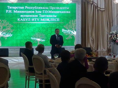 Рустам Минниханов с супругой в Казанском кремле принял лучшие семьи республики