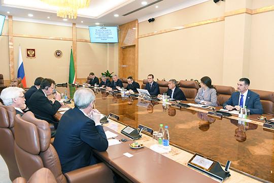Рустам Минниханов встретился спредставителями руководства компании «КНАУФ»