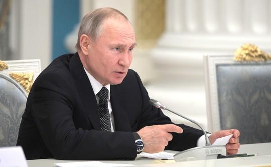 КС РФ объяснил возможность обнуления сроков Путина