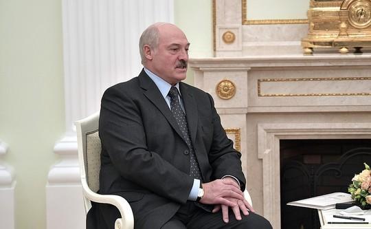 Лукашенко раскритиковал российскую систему диагностики коронавируса: «Тесты — ни к черту»