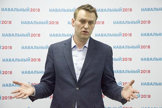 Навального вызвали кприставу заотказ удалить фильм о«тайной недвижимости» Медведева