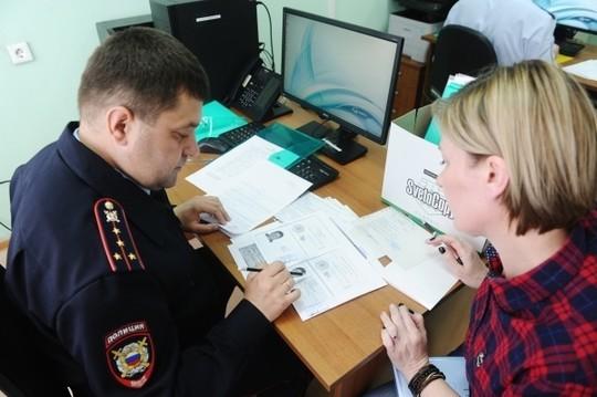 Forbes: Выдача российских паспортов жителям ДНР и ЛНР станет ловушкой для Путина