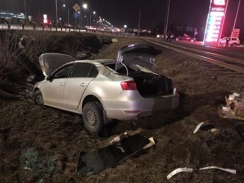 В Челнах Volkswagen улетел в кювет после того, как его подрезал другой автомобиль
