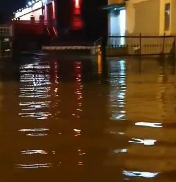 Соцсети: В Казани ночью затопило улицу Дементьева