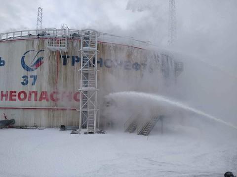 На месте пожара на нефтепроводе в Альметьевске ищут двух рабочих