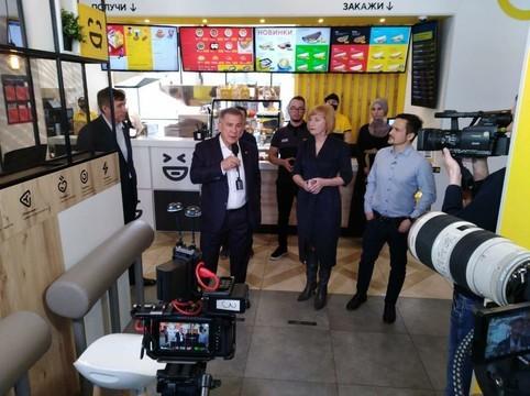 Минниханову показали, как казанский ресторан работает в условиях карантина