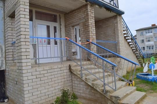 ВКоми чиновники торжественно открыли новые окна детского сада