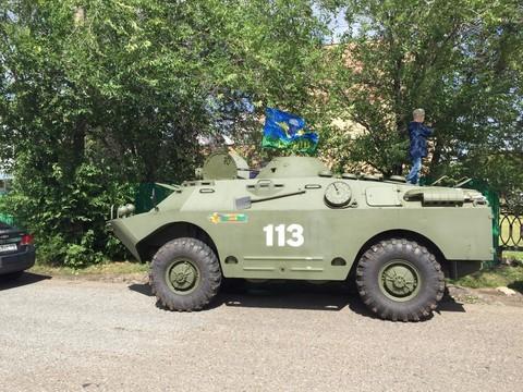 ГИБДД Челнов задержала бронетранспортер с флагом ВДВ