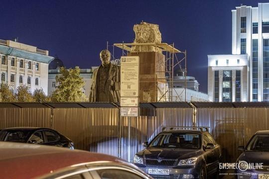 На площади Свободы в Казани снесли постамент, на котором стоял памятник Ленину
