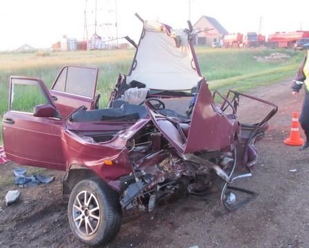 Чудовищная  авария натрассе «Казань— Оренбург»: вВАЗ 2107 погибли два человека
