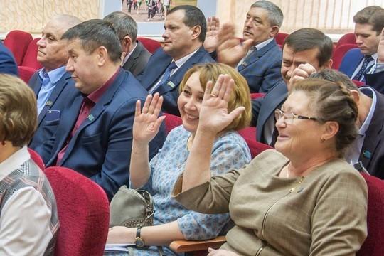 «Наконец нас услышали»: чиновникам Тукаевского района поднимут зарплаты, переведя их из села в город