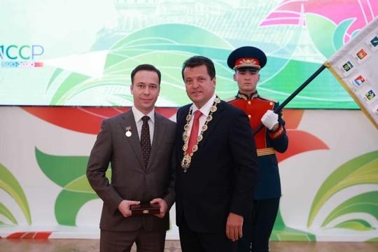 Ильсур Метшин наградил в Ратуше выдающихся казанцев. «Почетным гражданином» стал певец Салават