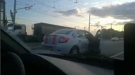 В Казани на Кировской дамбе произошло массовое ДТП с пятью автомобилями
