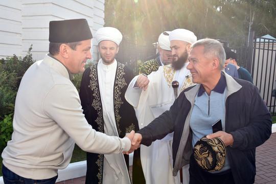 Муфтий Татарстана провел праздничное богослужение в Галиевской мечети. Гостем стал Минниханов